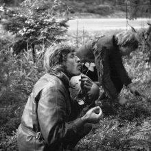 Komanda: jaunas vyras su žemuoge – ištikimas R.Požerskio kelionių bendražygis Z.Langaitis