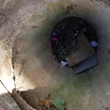 Šilainiuose į atvirą šulinį įkrito trimetė mergaitė