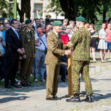 Istorinės Prezidentūros kiemelyje – leitenantų priesaika