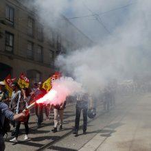Dešimtys tūkstančių žmonių Prancūzijoje protestavo prieš E. Macrono reformų politiką