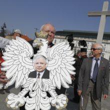 Lenkija vėl pareikalavo grąžinti Rusijoje sudužusio prezidentinio lėktuvo liekanas