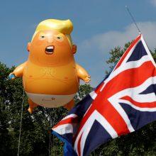 """Londone į orą pakilo didžiulis """"Kūdikį Trumpą"""" vaizduojantis balionas"""