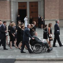 Buvę prezidentai, artimieji, draugai atsisveikino su B. Bush