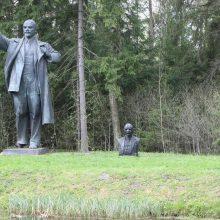 Grūto parkui sovietinių skulptūrų griauti neteks?