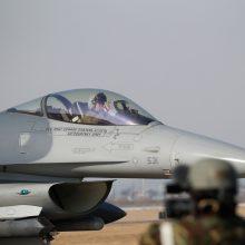 Šiauliuose nusileido oro policijos misiją perimsiantys Danijos naikintuvai