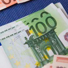 Sukčius pensininkę palydėjo iki banko ir atėmė 4 tūkst. eurų