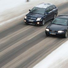 Slidūs keliai sunkina eismo sąlygas