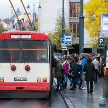 Vilniuje sutriko troleibusų eismas: kranu kliudytos linijos