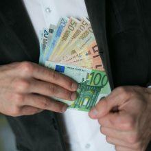 Vadybininku apsimetęs sukčius iš moters pasisavino 2 tūkst. eurų
