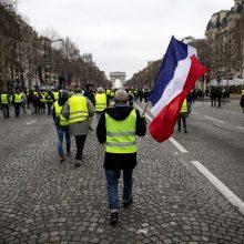 """Prancūzija žada griežtą atsaką į naujus """"geltonųjų liemenių"""" protestus"""