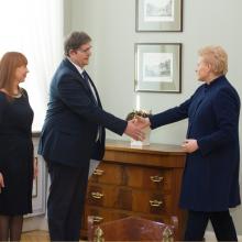 Prezidentė kviečiasi švietimo profsąjungas, ekspertus, E. Jovaišą