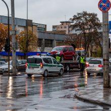 Kaune vėl pasipylė avarijos, nukentėjo vyras