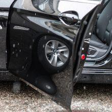Prie BMW vairo – neblaivus policininkas