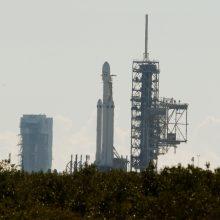 """""""SpaceX"""" pirmąkart išbandė naujos sunkiosios raketos variklius"""