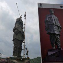 Į rinkimų mūšį Indijos politikai siunčia mirusius patriarchus