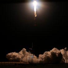 """""""SpaceX"""" sėkmingai priartėjo prie žmonių skraidinimo į kosmosą"""