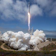 """""""SpaceX"""" į kosmosą iškėlė palydovą: matuos vandens kiekį žemės paviršiuje"""
