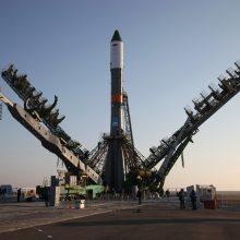 """Rusija paskutinę minutę atšaukė raketos """"Sojuz"""" startą"""