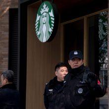 Šanchajuje automobiliui įsirėžus į būrį pėsčiųjų sužeisti 18 žmonių