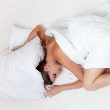 Kodėl kartais prieš užmiegant keistas traukulys nupurto kūną?