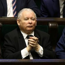 Lenkijoje surengti keli išpuoliai prieš valdančiosios partijos biurus