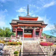 Japonų vienuolis savo šventyklai kelia bylą dėl persidirbimo