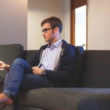 Sėdimas darbas sveikatą sugadinti gali ir nesulaukus 30-ties