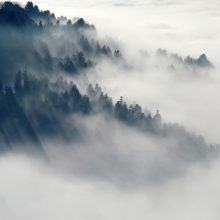 Orai: vargins rūkas ir šlapdriba