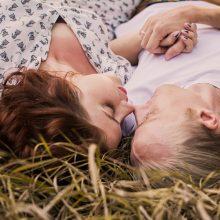 Vasarą skubios kontracepcijos tablečių moterys griebiasi dažniau: ką reikėtų žinoti?