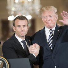 """Žiniasklaida: A. Merkel keblumai ir """"Brexit"""" Prancūzijai suteikė šansą Vašingtone"""