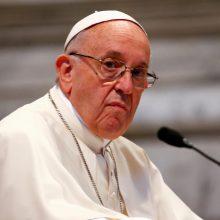 Popiežius priėmė su vaikų lytiniu išnaudojimu susijusių trijų vyskupų atsistatydinimą