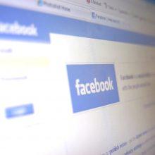 """""""Facebook"""" ir """"Twitter"""" sugriežtino politinių reklamų taisykles"""