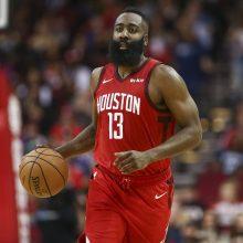 """J. Hardeno fantastiškas tritaškis padėjo """"Rockets"""" triumfuoti NBA čempionų tvirtovėje"""