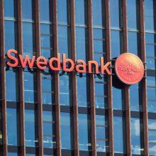 """""""Swedbank"""" – kritika dėl pinigų plovimo audito: reikia tikrinti tūkstančius sąskaitų"""