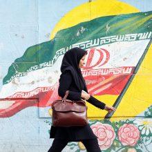 """Įsigaliojo """"griežčiausios istorijoje"""" JAV sankcijos Iranui"""