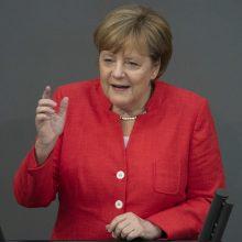 A. Merkel: JAV taikomi muitai turi prekybos karo požymių