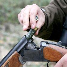 Vyras medžiokliniu šautuvu grasino žmonai