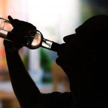 Seimas ėmėsi siūlymo grąžinti priverstinį gydymą priklausomiems nuo alkoholio