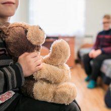 Laikiniems vaikų globėjams teks priimti ir vieną iš tėvų?