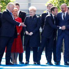D. Trumpas pirmą kartą susitinka su NATO šalių vadovais
