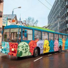 Į Kauno gatves išriedėjo jaunimo troleibusas