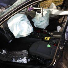 Panevėžio rajone girto vairuotojo BMW rėžėsi į namą