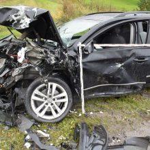 Per BMW sukeltą avariją nukentėjo penki žmonės