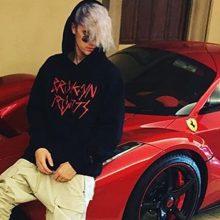"""J. Bieberis parduoda specialiai jam sukurtą """"Ferrarį"""""""