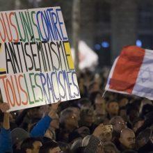 Tūkstančiai paryžiečių protestavo prieš antisemitinių išpuolių protrūkį