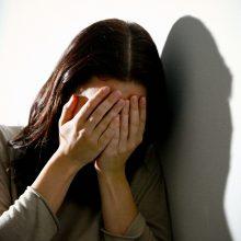 Smurtą patyrusių moterų istorijomis sieks atkreipti visuomenės dėmesį
