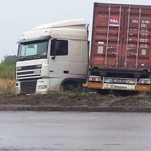 Vilkiko vairuotojas Klaipėdoje nuvažiavo nuo kelio