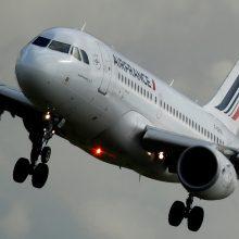 """""""Air France"""" tęsia dvi savaites trunkantį streiką"""