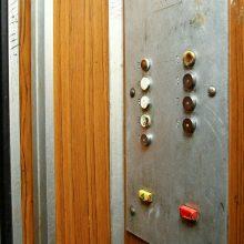 Nelaimė Vilniuje: į lifto šachtą įkrito mergina