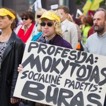 Mokytojams pagrasinus streiku, premjeras didesnių algų žadėti neskuba